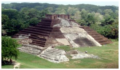 Pirámide de la Cultura Olmeca Estado de Tabasco