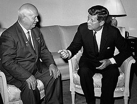 Nikita Kruschev y John F. Kennedy, diálogo para solucionar la crisis de los misiles