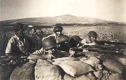 Soldados judíos en posición de defensa al comienzo de La Guerra de Independencia
