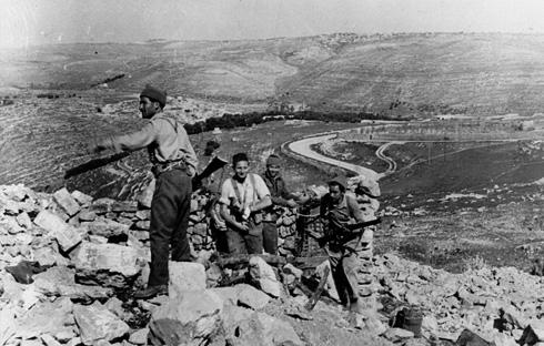 Palestinos bloquean la carretera entre Tel Aviv y Jerusalén, 1948