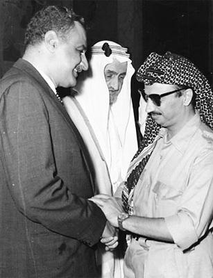 Gamal Abdel Nasser y Yasser Arafat, líder de la Organización para la Liberación de Palestina (OLP)